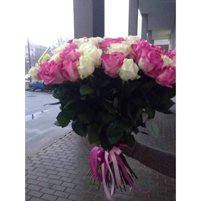 51 троянда мікс біла + рожева 60 см